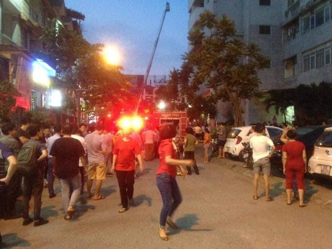 Cháy tòa nhà 23 tầng ở Hà Nội, hàng trăm cư dân bỏ chạy tán loạn - Ảnh 2.