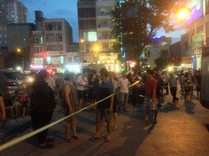 Cháy tòa nhà 23 tầng ở Hà Nội, hàng trăm cư dân bỏ chạy tán loạn - Ảnh 3.
