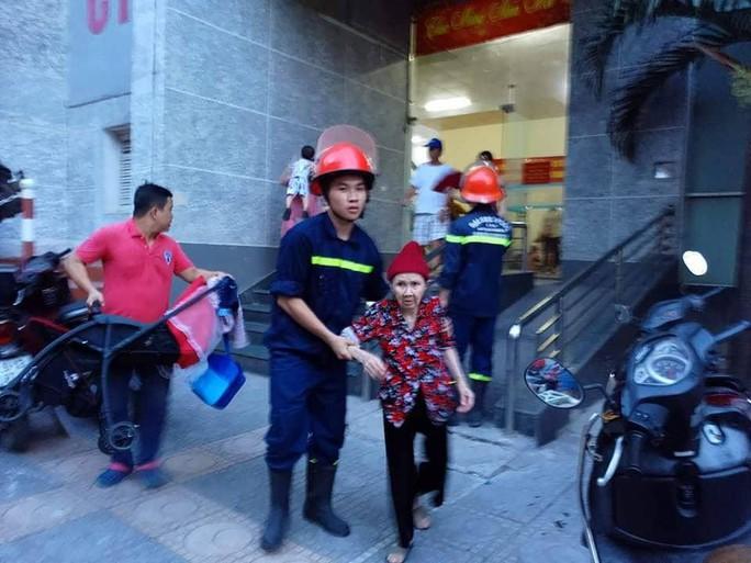 Cháy tòa nhà 23 tầng ở Hà Nội, hàng trăm cư dân bỏ chạy tán loạn - Ảnh 5.