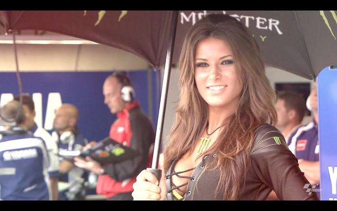 Monaco Grand Prix: Lewis Hamilton hào hứng với các Grid Girls - Ảnh 6.