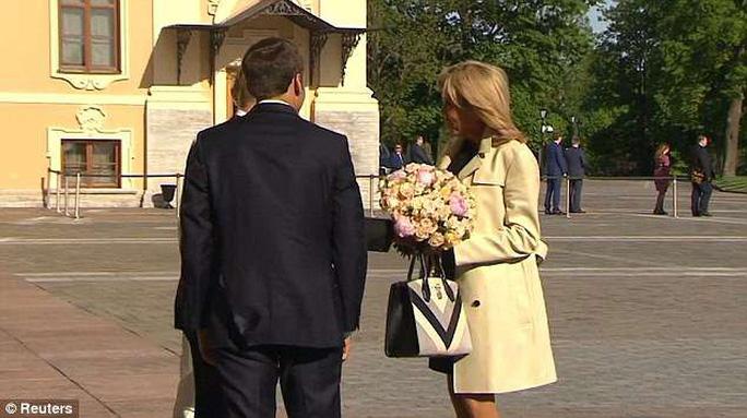 Quyền lực hoa hồng lợi hại của ông Putin - Ảnh 2.