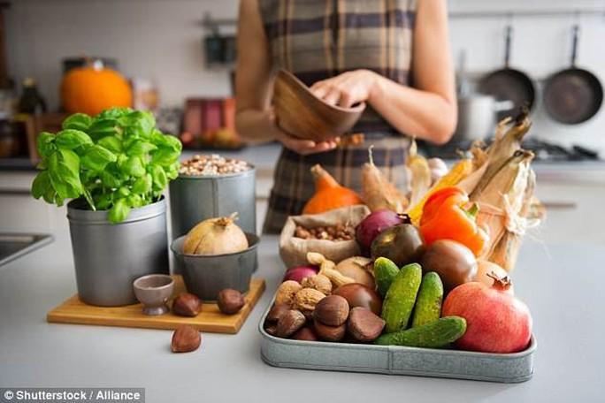 Ăn kiêng đúng cách sẽ giảm nguy cơ chết vì ung thư vú - Ảnh 1.