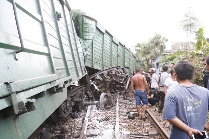 Hoảng hồn nhìn 2 tàu hỏa tông trực diện phát ra tiếng nổ như bom - Ảnh 5.