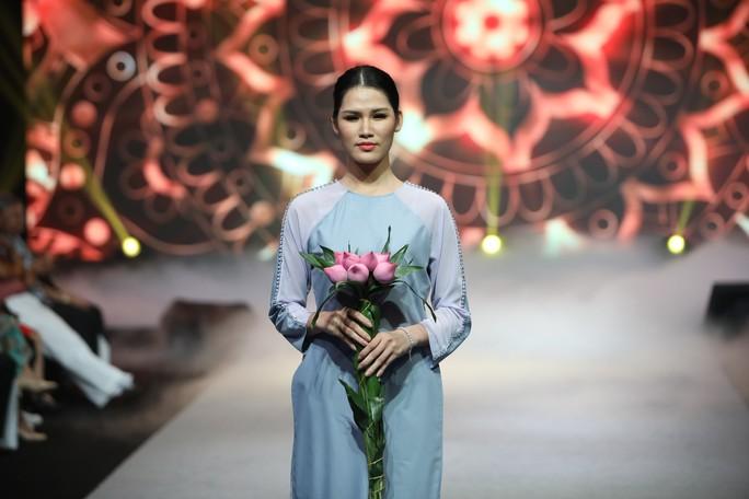 Lạ mắt, tinh tế thời trang Phật tử - Ảnh 2.