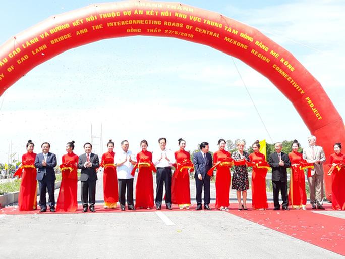 Nguyên Thủ tướng Nguyễn Tấn Dũng dự khánh thành cầu Cao Lãnh - Ảnh 6.