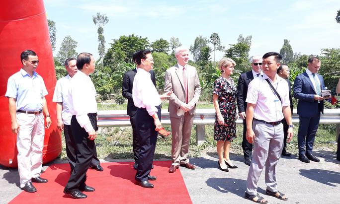Nguyên Thủ tướng Nguyễn Tấn Dũng dự khánh thành cầu Cao Lãnh - Ảnh 7.
