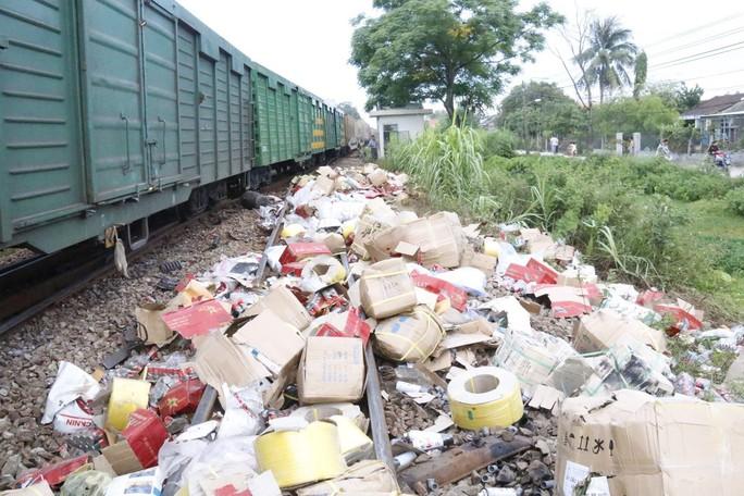Đường sắt Bắc - Nam thông tuyến, không xảy ra hôi của sau tai nạn - Ảnh 2.