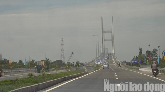 Cầu Cao Lãnh chính thức thông xe, nhiều người dân mừng rơi nước mắt - Ảnh 3.