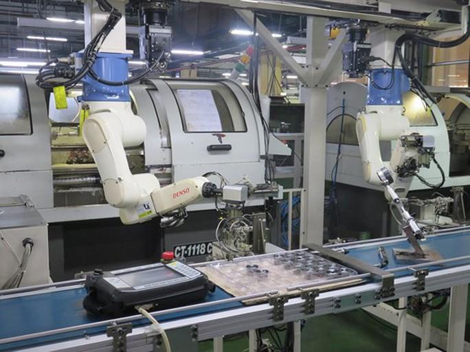 """Cách mạng 4.0 - """"cuộc chiến"""" việc làm giữa máy móc và con người? - Ảnh 1."""