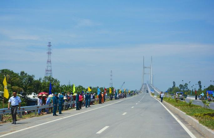 Nguyên Thủ tướng Nguyễn Tấn Dũng dự khánh thành cầu Cao Lãnh - Ảnh 3.