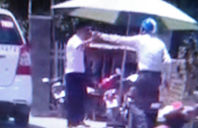 Xôn xao clip tài xế taxi đánh nhau với luật gia ở Phú Quốc - Ảnh 2.