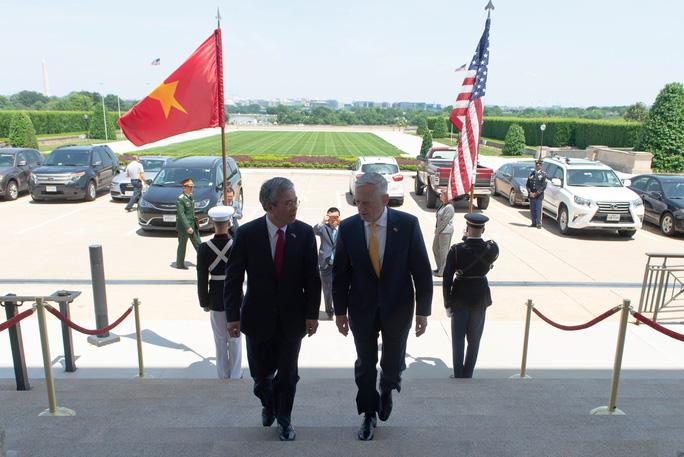 Lầu Năm Góc dùng tiêu binh đón tiếp Đại sứ Việt Nam - Ảnh 1.