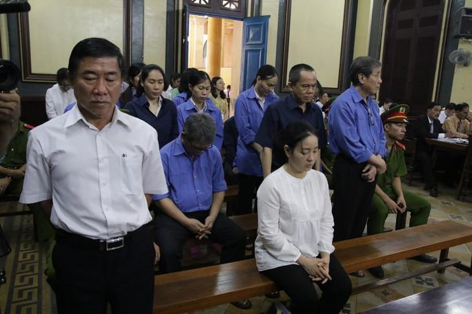20 giờ đêm, các bị cáo trong đại án Hứa Thị Phấn nói lời sau cùng - Ảnh 1.