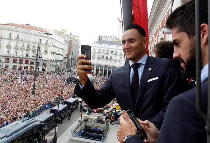 Người hùng Bale ở đâu ngày Real Madrid ca khúc khải hoàn? - Ảnh 6.