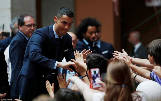 Người hùng Bale ở đâu ngày Real Madrid ca khúc khải hoàn? - Ảnh 18.