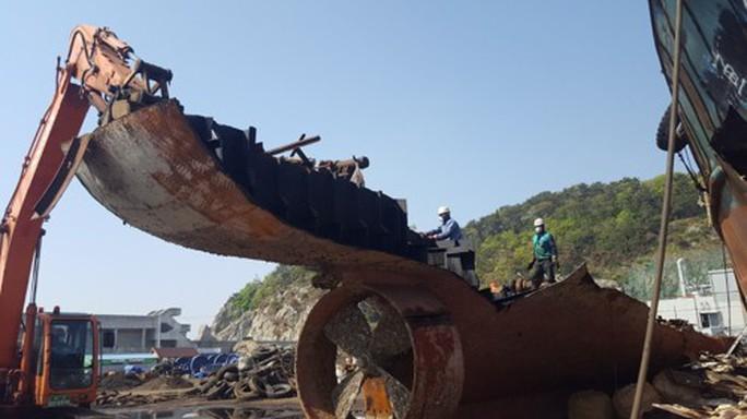 Hàn Quốc nghiền nát 7 tàu cá Trung Quốc  - Ảnh 1.