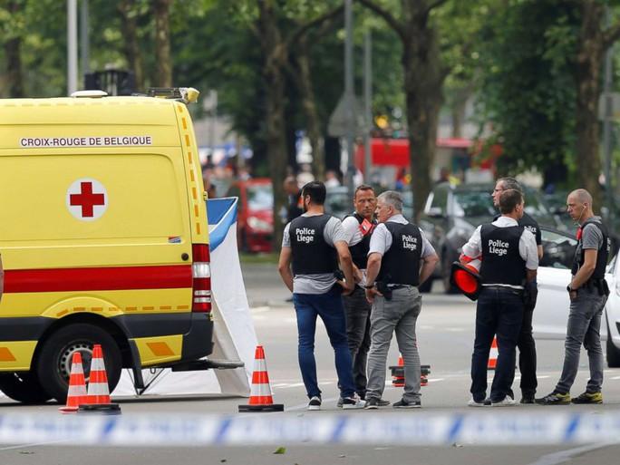 Bỉ: Vừa ra tù, bắt con tin, bắn chết cảnh sát - Ảnh 1.