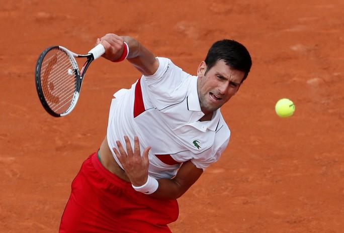 Wawrinka thua sốc, Djokovic lập kỷ lục - Ảnh 1.