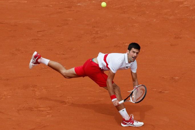 Wawrinka thua sốc, Djokovic lập kỷ lục - Ảnh 2.