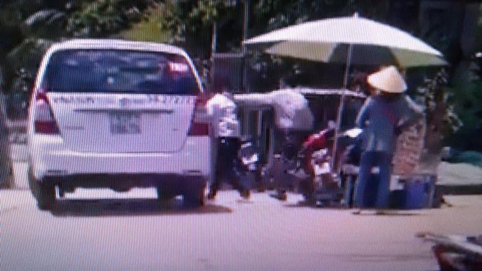 """""""Luật gia"""" đánh nhau với tài xế taxi ở Phú Quốc đe dọa người quay clip? - Ảnh 2."""