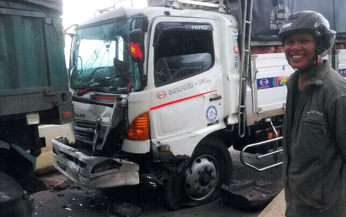 Liên tiếp xảy ra tai nạn giao thông hy hữu tại trạm BOT Liên Đầm - Ảnh 1.