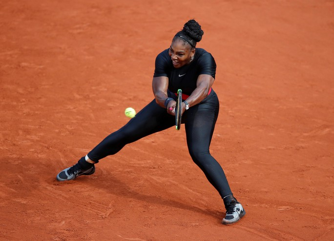 Clip Roland Garros 2018: Sharapova thắng nhọc, Serena hóa người mèo - Ảnh 4.
