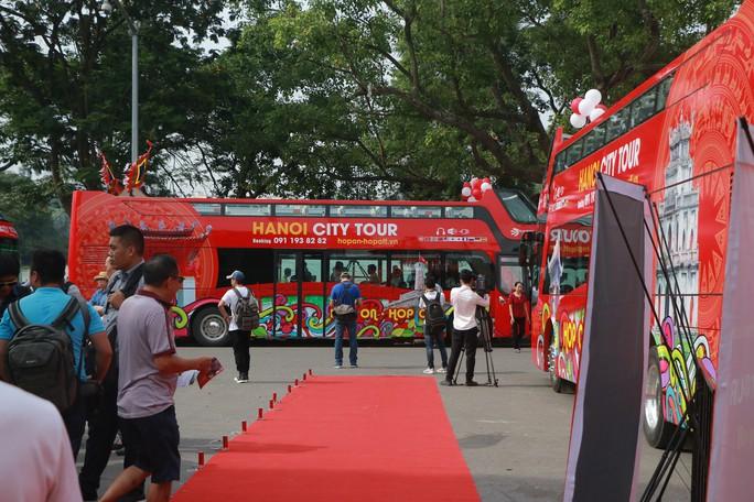 300.000-650.000 đồng để trải nghiệm, ngắm Hà Nội từ trên xe buýt 2 tầng - Ảnh 4.
