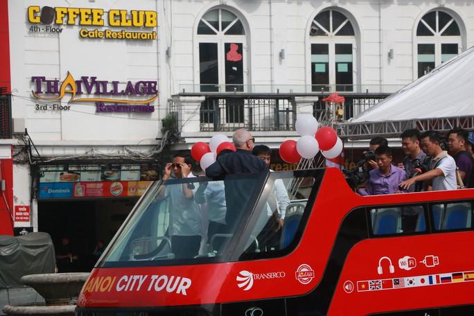 300.000-650.000 đồng để trải nghiệm, ngắm Hà Nội từ trên xe buýt 2 tầng - Ảnh 6.