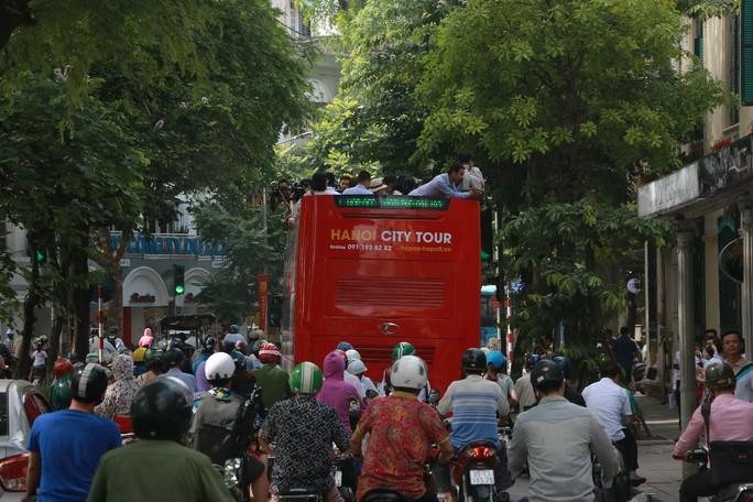 300.000-650.000 đồng để trải nghiệm, ngắm Hà Nội từ trên xe buýt 2 tầng - Ảnh 7.