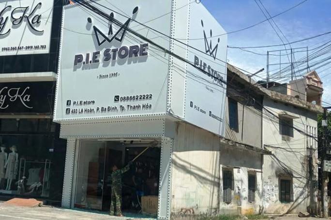 Nghi án nổ súng vào tiệm quần áo sắp khai trương, 1 cô gái bị thương - Ảnh 1.