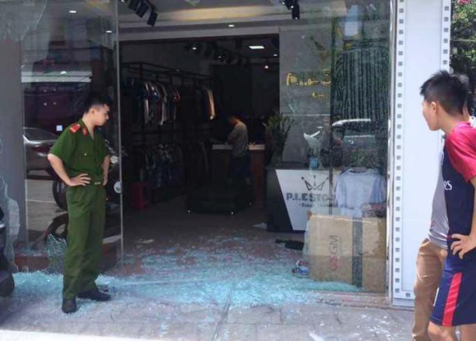 Nghi án nổ súng vào tiệm quần áo sắp khai trương, 1 cô gái bị thương - Ảnh 2.