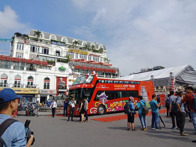 300.000-650.000 đồng để trải nghiệm, ngắm Hà Nội từ trên xe buýt 2 tầng - Ảnh 11.