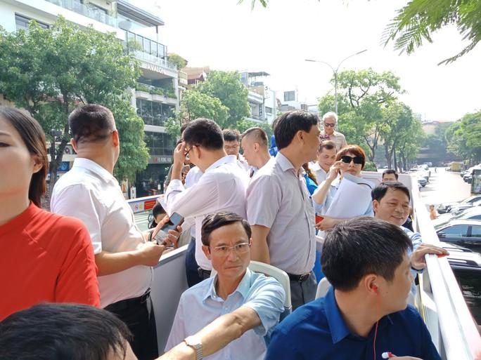 300.000-650.000 đồng để trải nghiệm, ngắm Hà Nội từ trên xe buýt 2 tầng - Ảnh 16.