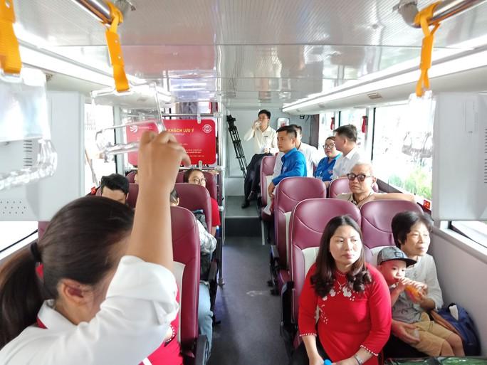 300.000-650.000 đồng để trải nghiệm, ngắm Hà Nội từ trên xe buýt 2 tầng - Ảnh 17.