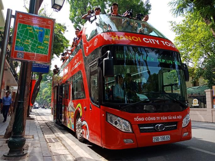300.000-650.000 đồng để trải nghiệm, ngắm Hà Nội từ trên xe buýt 2 tầng - Ảnh 18.