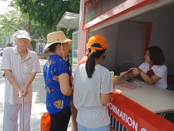 300.000-650.000 đồng để trải nghiệm, ngắm Hà Nội từ trên xe buýt 2 tầng - Ảnh 19.