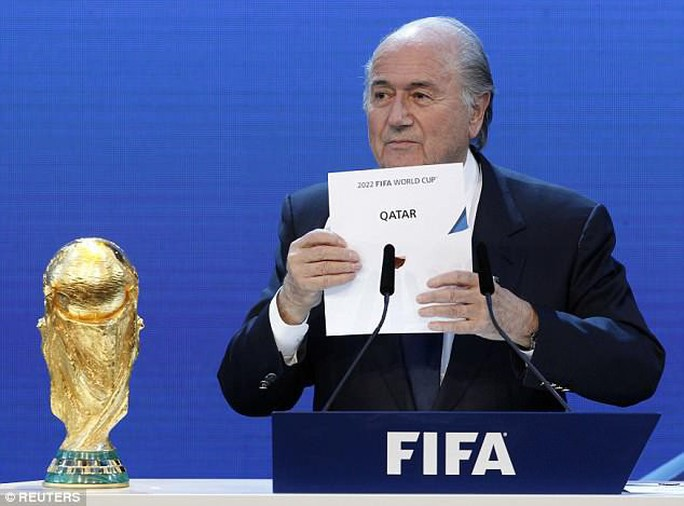 World Cup Qatar 2022 dậy sóng với nghi án FIFA nhận hối lộ - Ảnh 3.