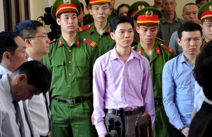 Bác sĩ Hoàng Công Lương thốt lên điều đau đớn nhất trong lời nói sau cùng tại tòa - Ảnh 1.