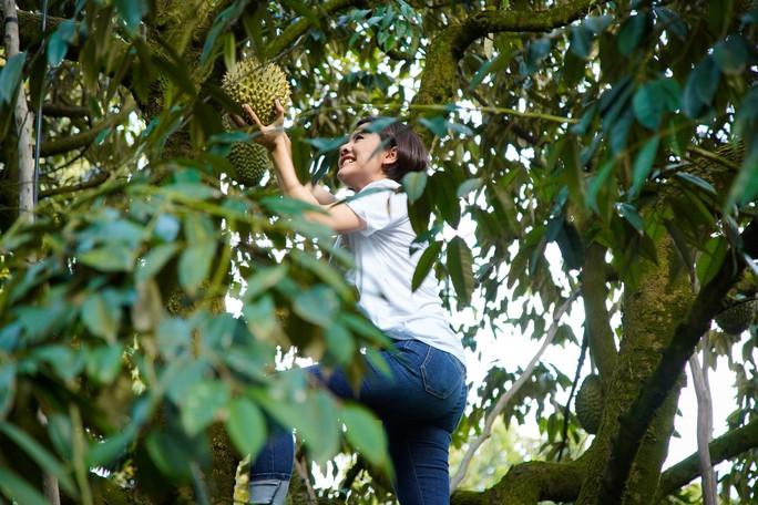 Không nhận ra đây là một Vân Trang... trèo cây giỏi - Ảnh 1.
