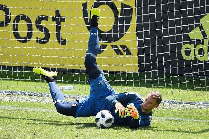 Manuel Neuer trở lại, khung thành tuyển Đức dậy sóng - Ảnh 2.
