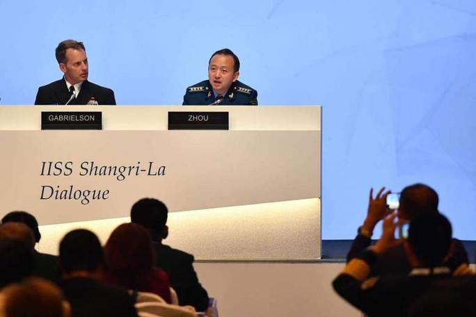 Đối thoại Shangri-La nóng chuyện biển Đông - Ảnh 1.