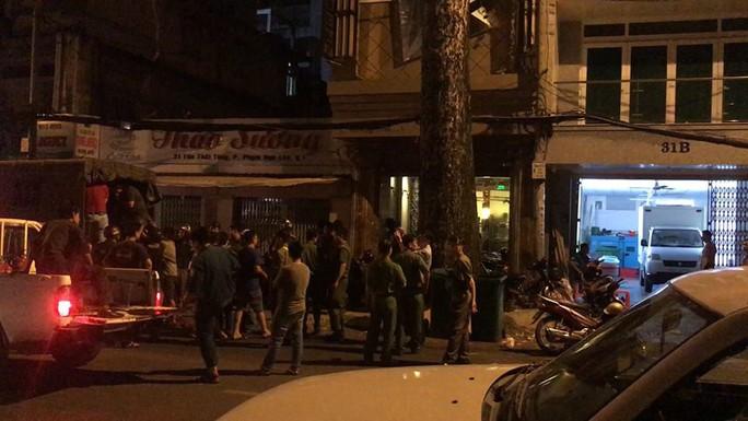 Bắt quả tang tiếp viên sexy trong nhà hàng Ruby ở Sài Gòn - Ảnh 2.