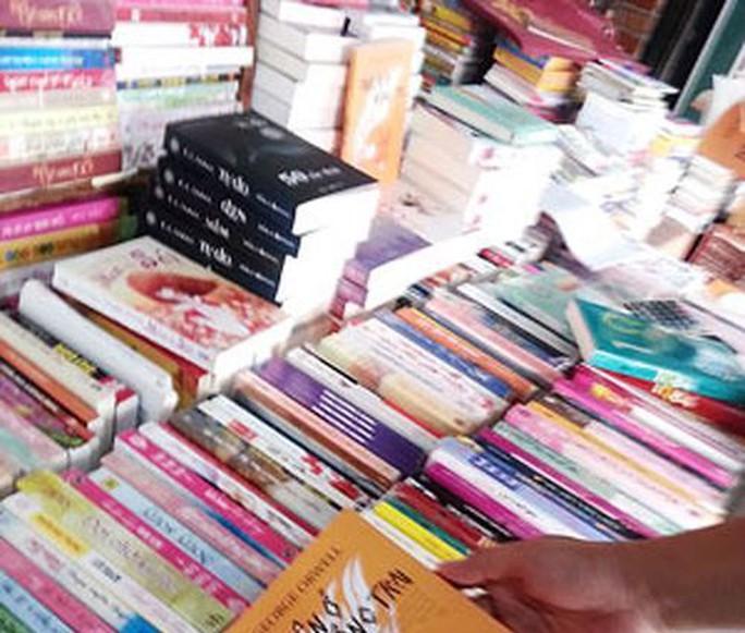 Mạo danh cán bộ Tuyên giáo lừa bán sách, tài liệu - Ảnh 1.