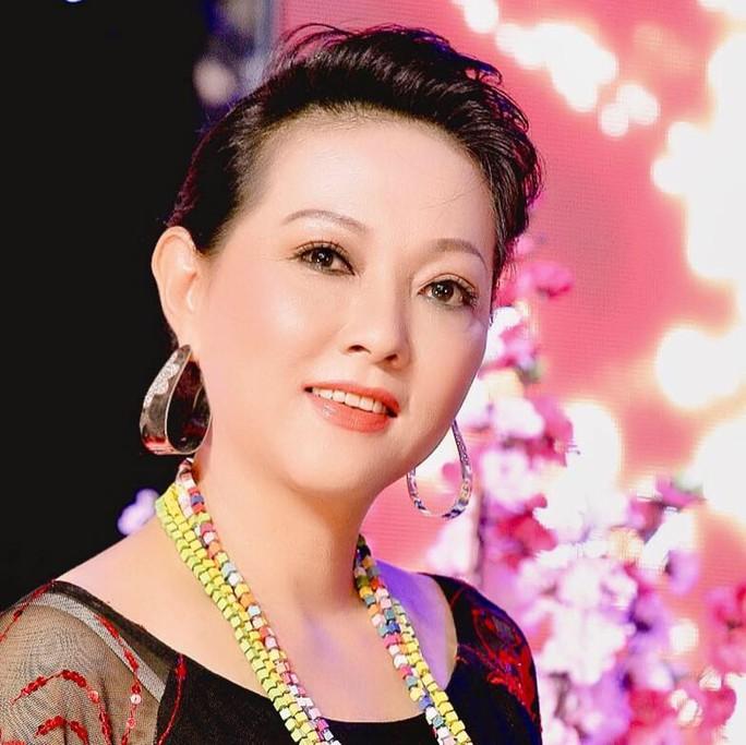 Nghệ sĩ Phương Dung: Hoa nở muộn - Ảnh 1.