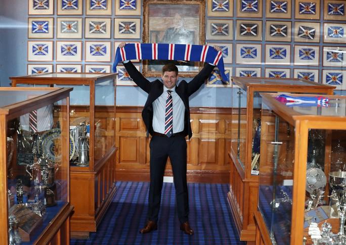 Steven Gerrard được chào đón nồng nhiệt tại Rangers - Ảnh 5.
