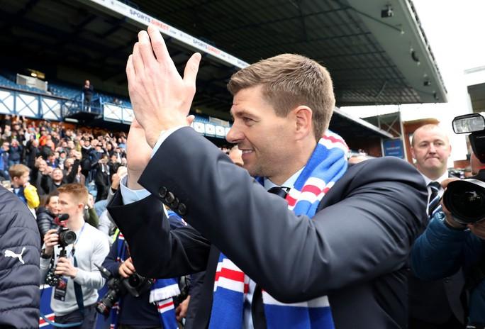 Steven Gerrard được chào đón nồng nhiệt tại Rangers - Ảnh 1.