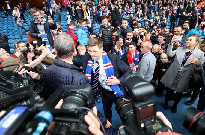 Steven Gerrard được chào đón nồng nhiệt tại Rangers - Ảnh 3.