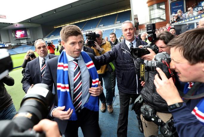 Steven Gerrard được chào đón nồng nhiệt tại Rangers - Ảnh 4.