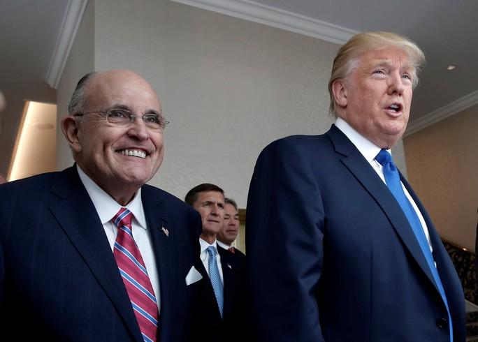 Ông Trump dằn mặt luật sư  mới về vụ ngôi sao phim người lớn - Ảnh 1.