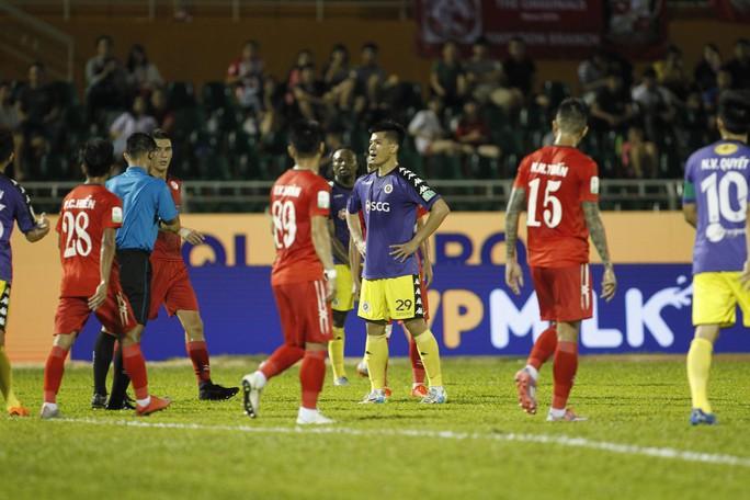clip: Ngược dòng hạ TP HCM, Hà Nội tiếp tục dẫn đầu V-League - Ảnh 7.
